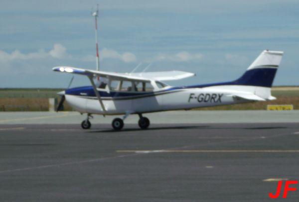 Le Cessna 172 F-GDRX malheureusement flou.