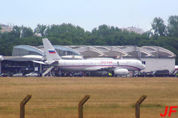 Le TU-214 RA-64522 était devant l'aérogare.
