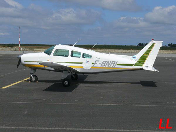 Avion pas courant, le Beech 23 Musketeer F-BNRI.