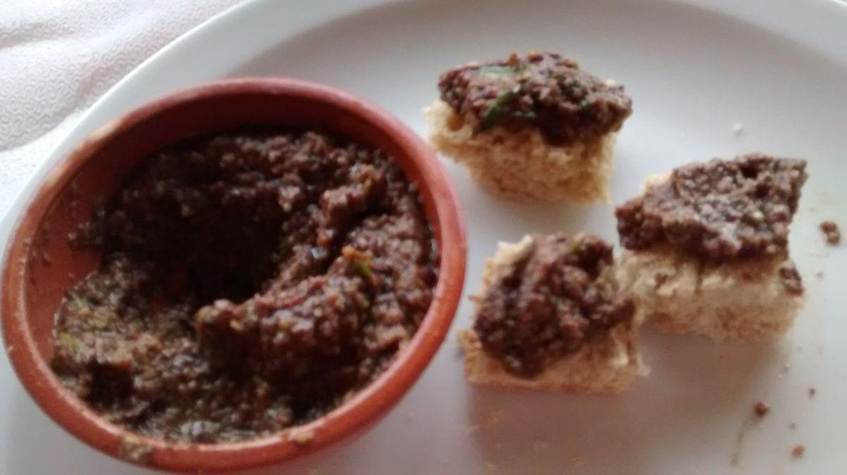 Notre repas :)                     que du fait maison,                        et à la note : une petite bouteille d'huile d'olive faite maison est offerte.