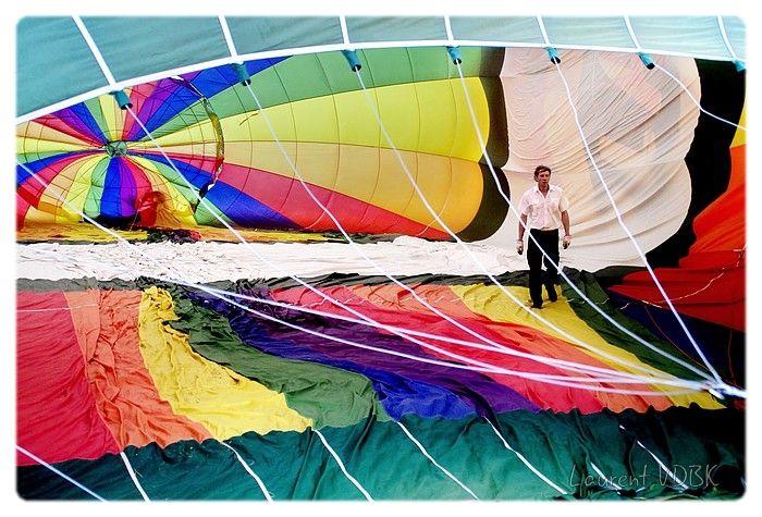Gonflement d'une montgolfière : vue de l'intérieur