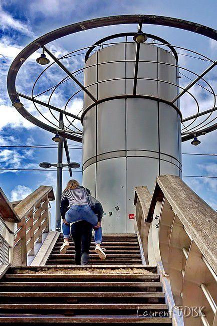 Escalier Quais de Seine à Rouen - Couple dans les escaliers