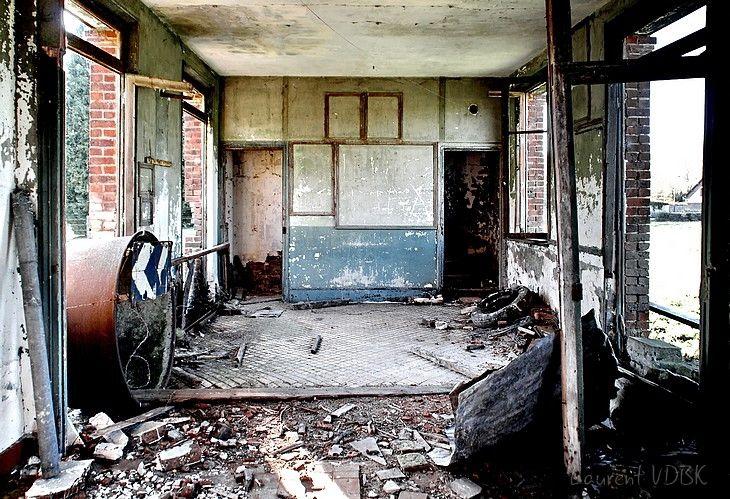 Intérieur de la gare abandonnée de Canny-sur-Thérain