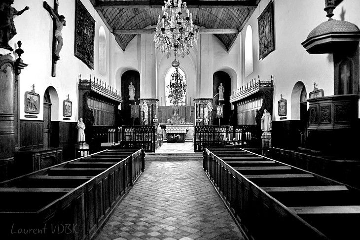 A l'intérieur de l'église de Gerberoy (noir et blanc)