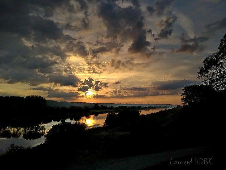Lever de soleil sur le canal de Tancarville
