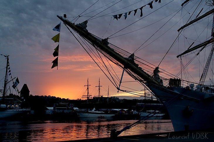 Lever de soleil sur l'Armada