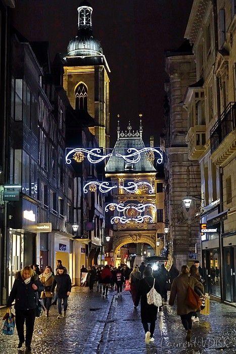 Les lumières de Noël à Rouen : Décorations rue du Gros Horloge