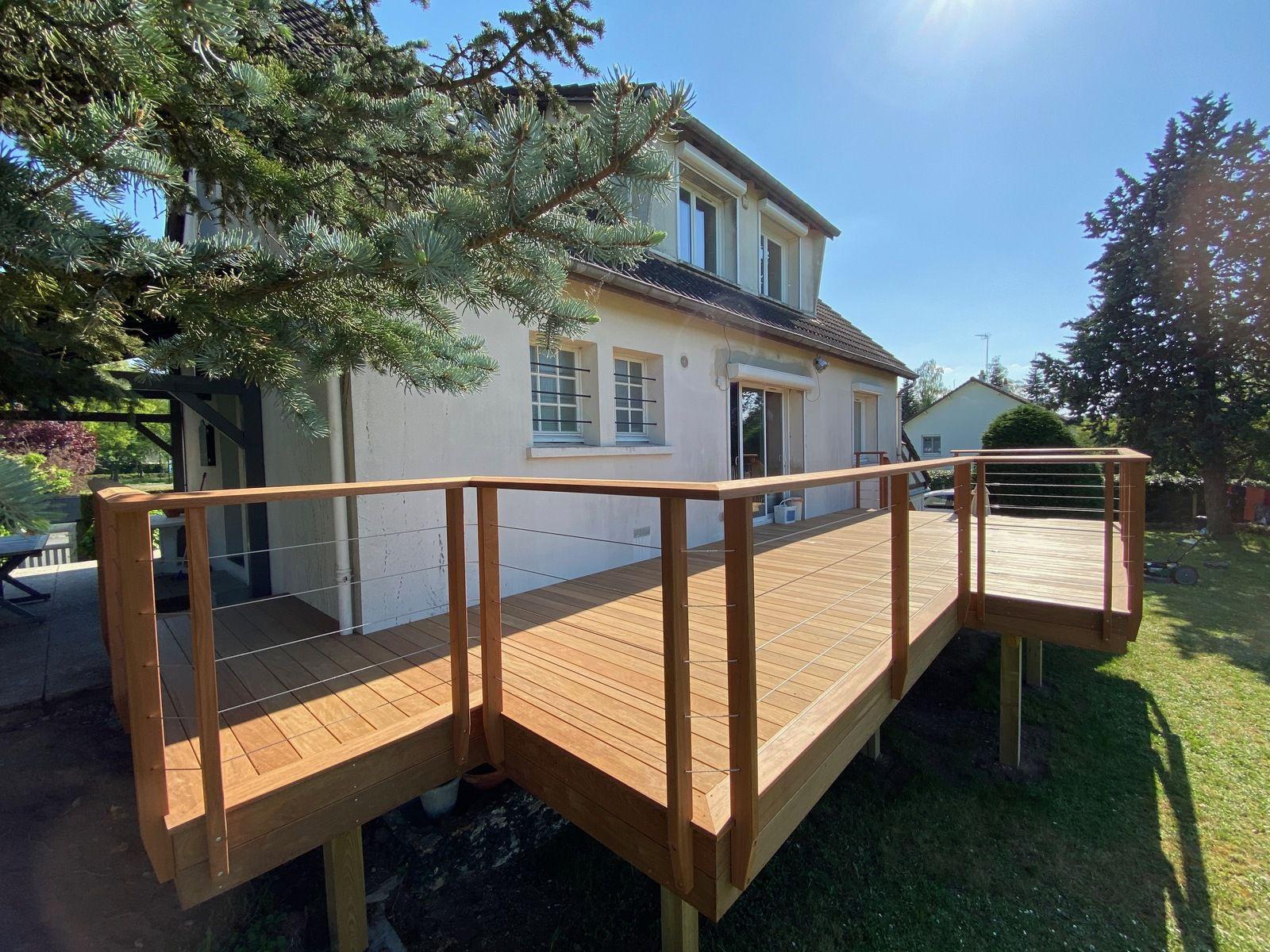 terrasse bois en Ipe premium, gardes corps bois et câbles inox