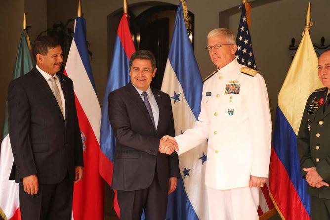 JOH, président du Honduras en  compagnie de ses souteneurs gringoss