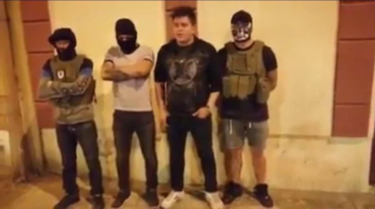 """Des jeunes fascistes et des délinquants incarnent la """"société civile"""""""