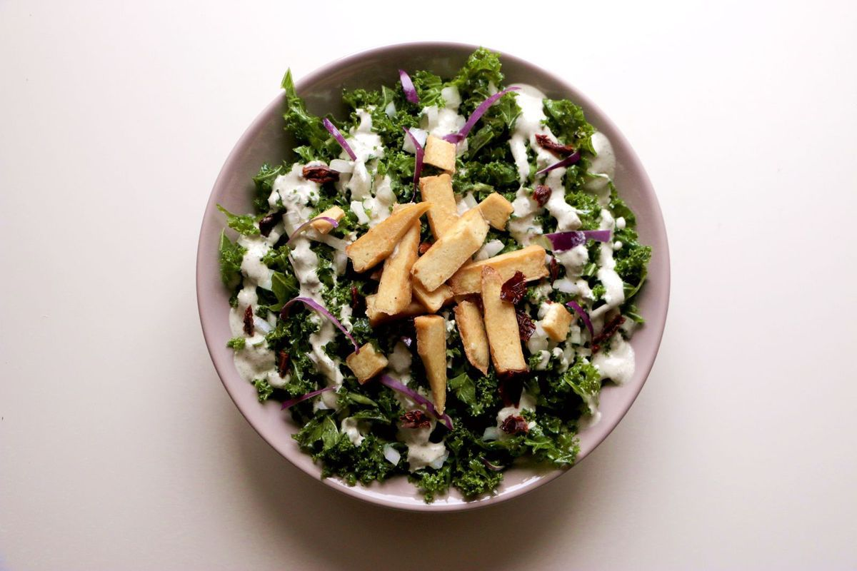 Salade de kale façon Cesar (vegan & sans gluten)