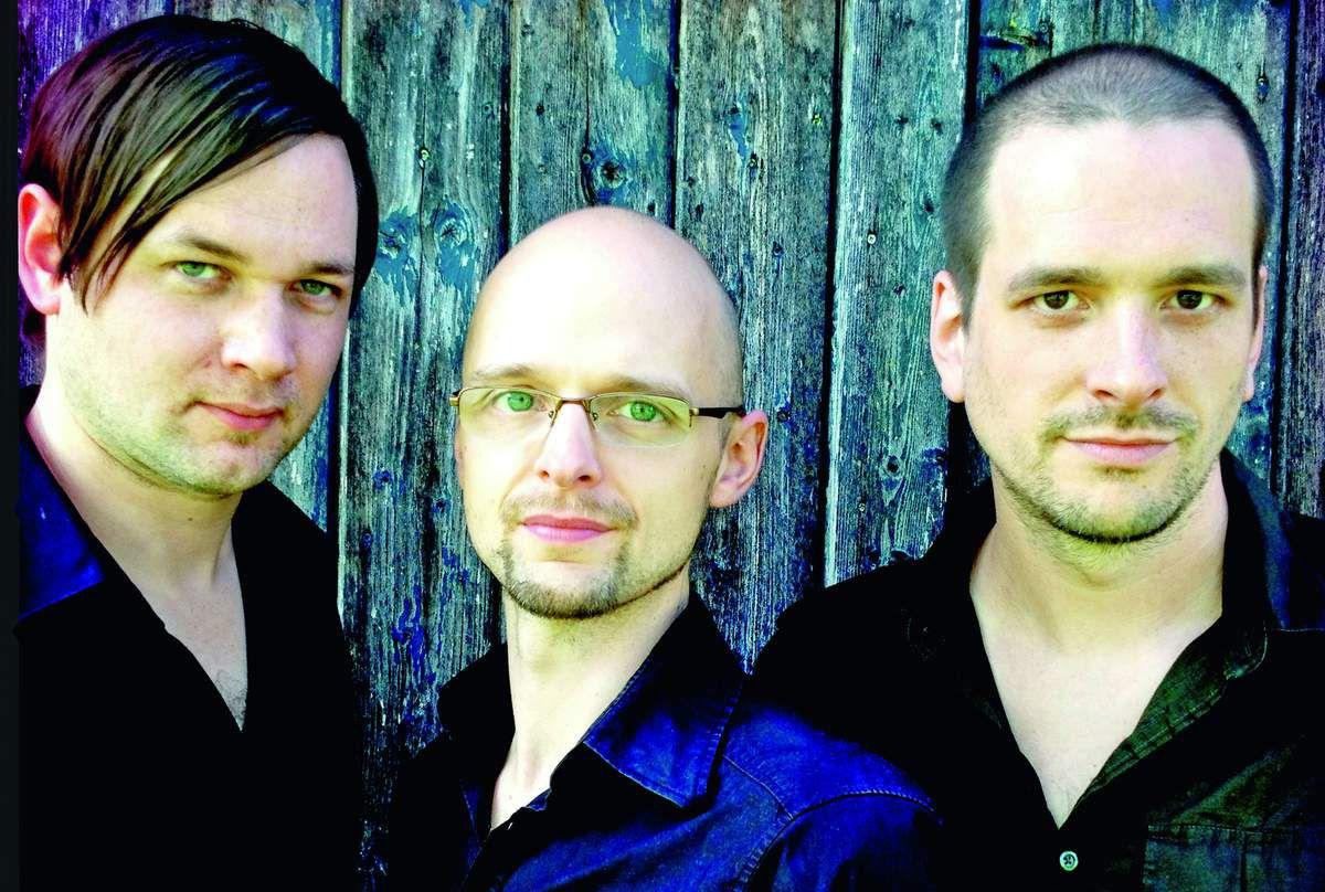 """Das Trio """"Zhreee"""" aus Minden zu Gast im Glasturm. Foto: Zhreee"""
