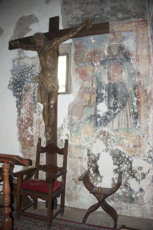 Nelle foto, la Madonna della Misericordia di Ascoli Piceno, il Crocifisso di Sant'Anatolia di Narco, la Madonna con Bambino di Avendita, l'Angelo di Norcia