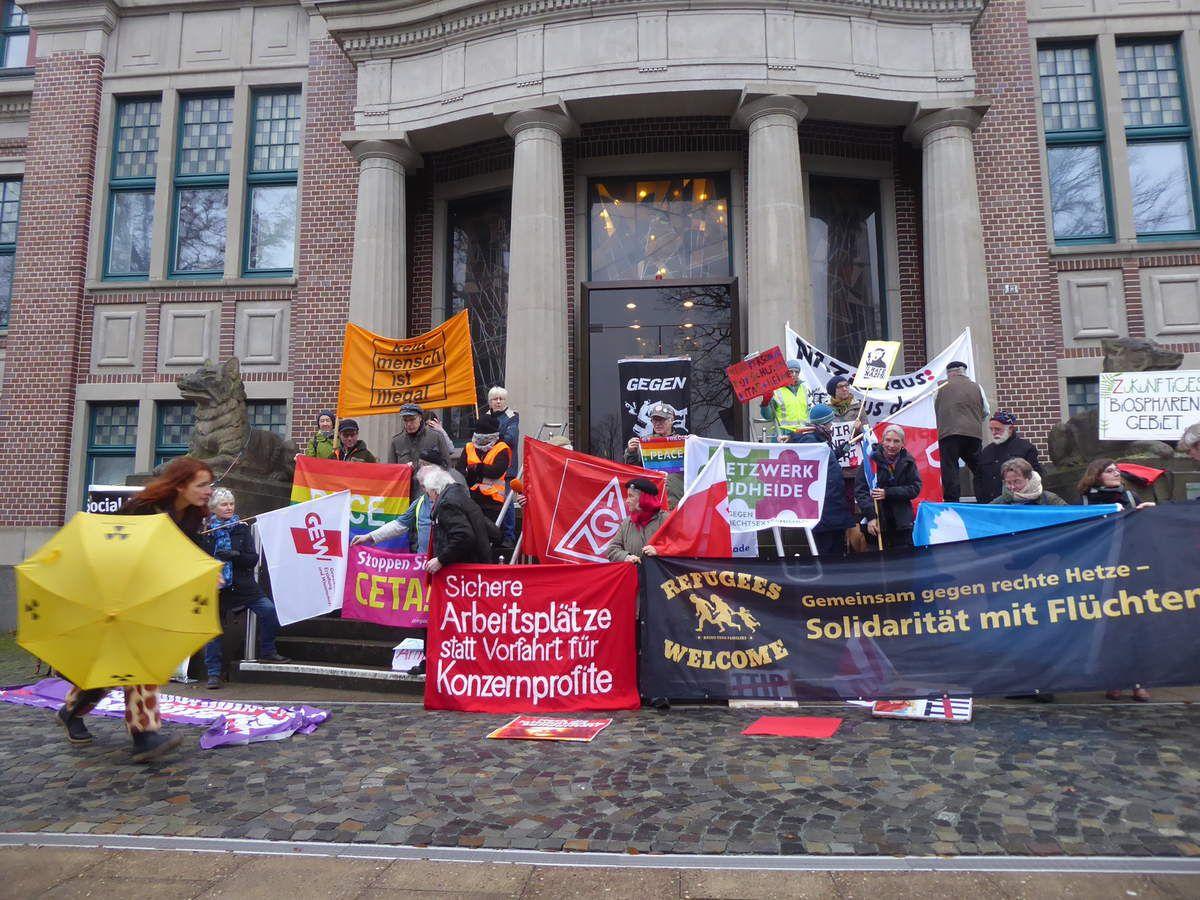 Gewerkschaftlich-bunt und sozial-bewegter Start ins Jahr 2019     - gegen Entlassungen bei Chemiekonzernen in der Industriegemeinde Bomlitz