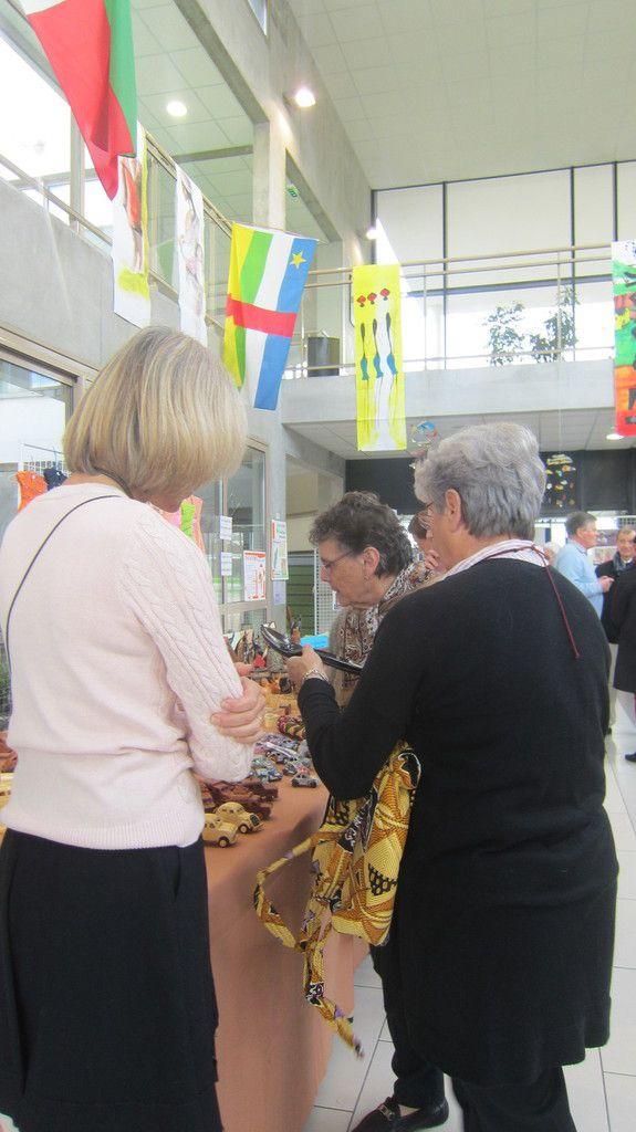DES INSTALLATIONS LE SAMEDI AUX MARCHES le dimanche, une vraie solidarité et la joie de se donner pour l'autre !