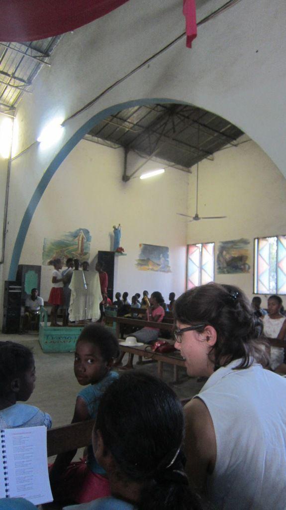 La piste pour aller dans les broussses du SUD MALGACHE où sont les communautés de la Providence Nicolas Barré ...Et puis, une idée des types de missions lors de la visite de Sr Martine