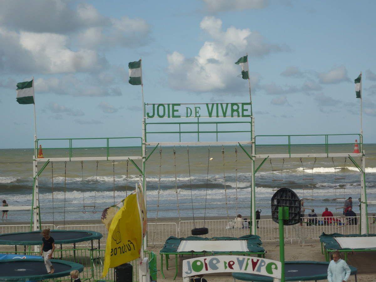 Jupe longue rayée Pablo Ana au Touquet Beach Music Festival derniers rayons de soleil