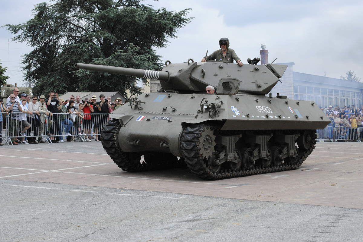 le 1 er RBFM en stationnement à Cognac Charente avant ou aprés la libération de la poche de Royan. le 1er Tank Destroyer M 10 est BOURASQUE