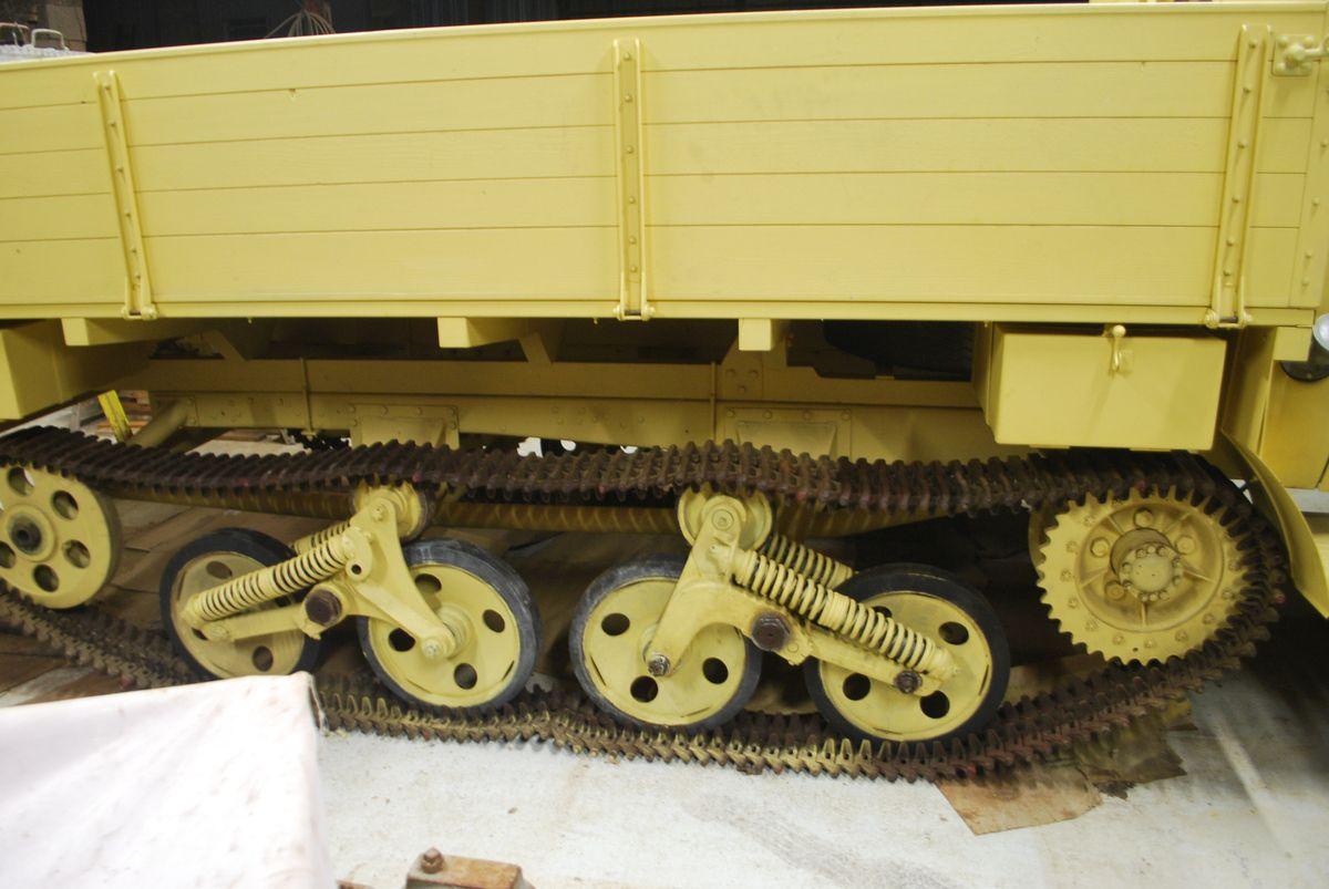 crédit photos Alain Chaussade - le train de roulement chenille acier mis en place rest à faire les essais.