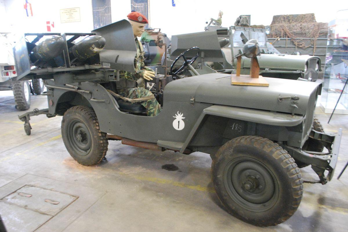 crédit photos :  Alain Chaussade- jeep lance missiles SS10 - jeep aménagée transport de bléssé