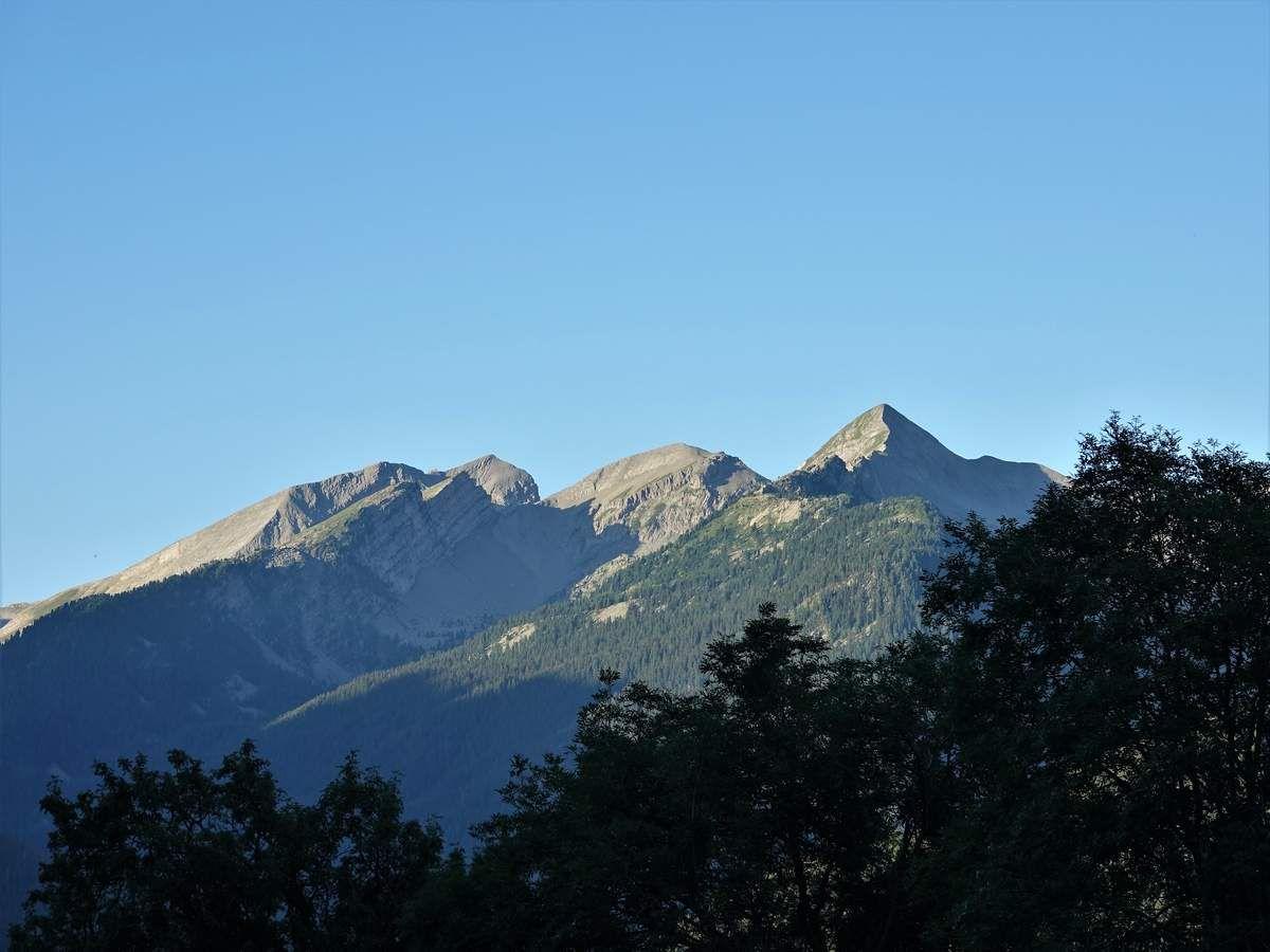 l'Aiguillette , La Mournière Coté montagne de la Blanche