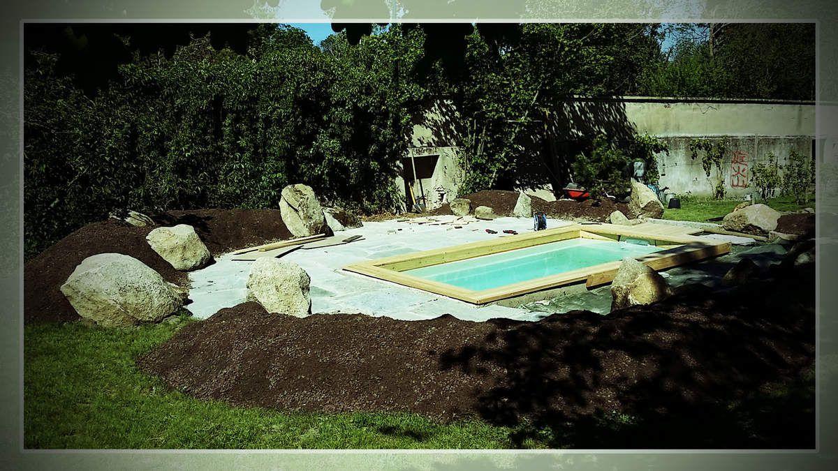 Habillage bois pour la piscine.