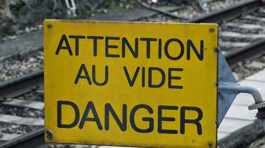 Attention au vide Danger