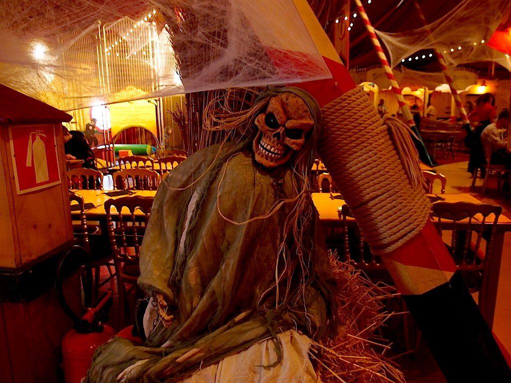 Des créatures ont envahi les restaurants
