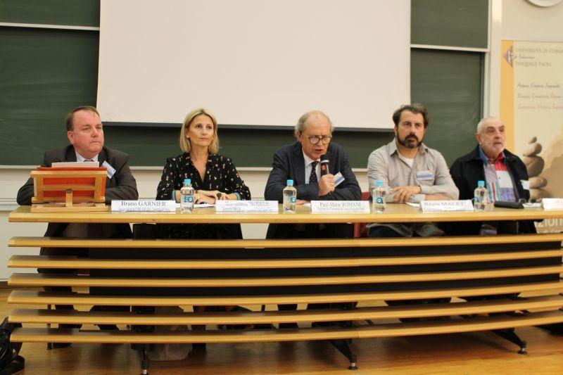 Bruno Garnier, Porteur de l'événement, Marie-Antoinette Maupertuis, Directrice de l'UMR LISA, Paul-Marie Romani, Président de l'Université de Corse, Régis Malet, Président de l'Association francophone d'éducation comparée, Jean-Louis Derouet, Président du CR 07 de l'AISLF.
