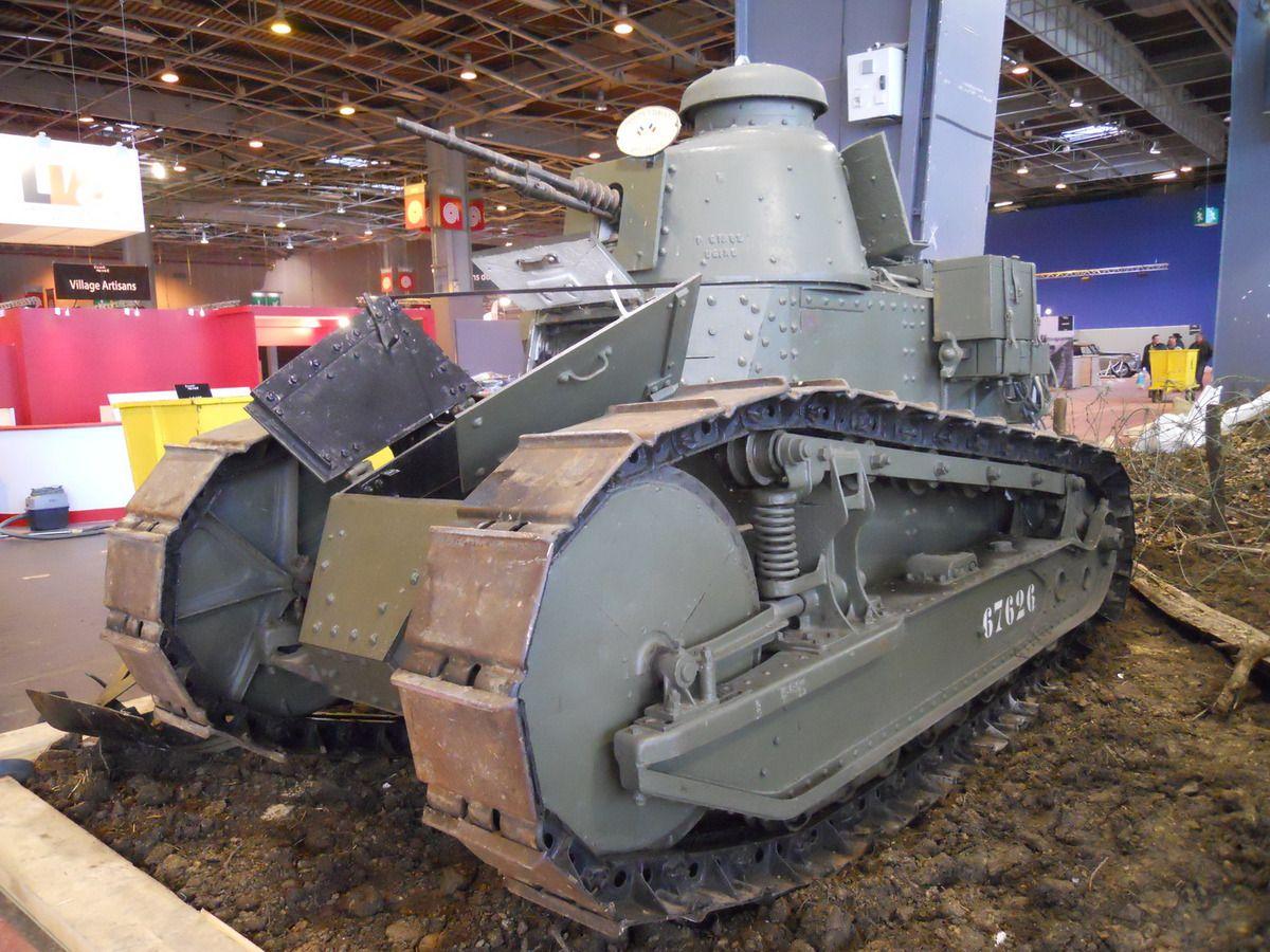 RETROMOBILE 2018 - Le Musée des Blindés présente une rétrospective exceptionnelle des chars Renault, dont certains sont uniques au monde.