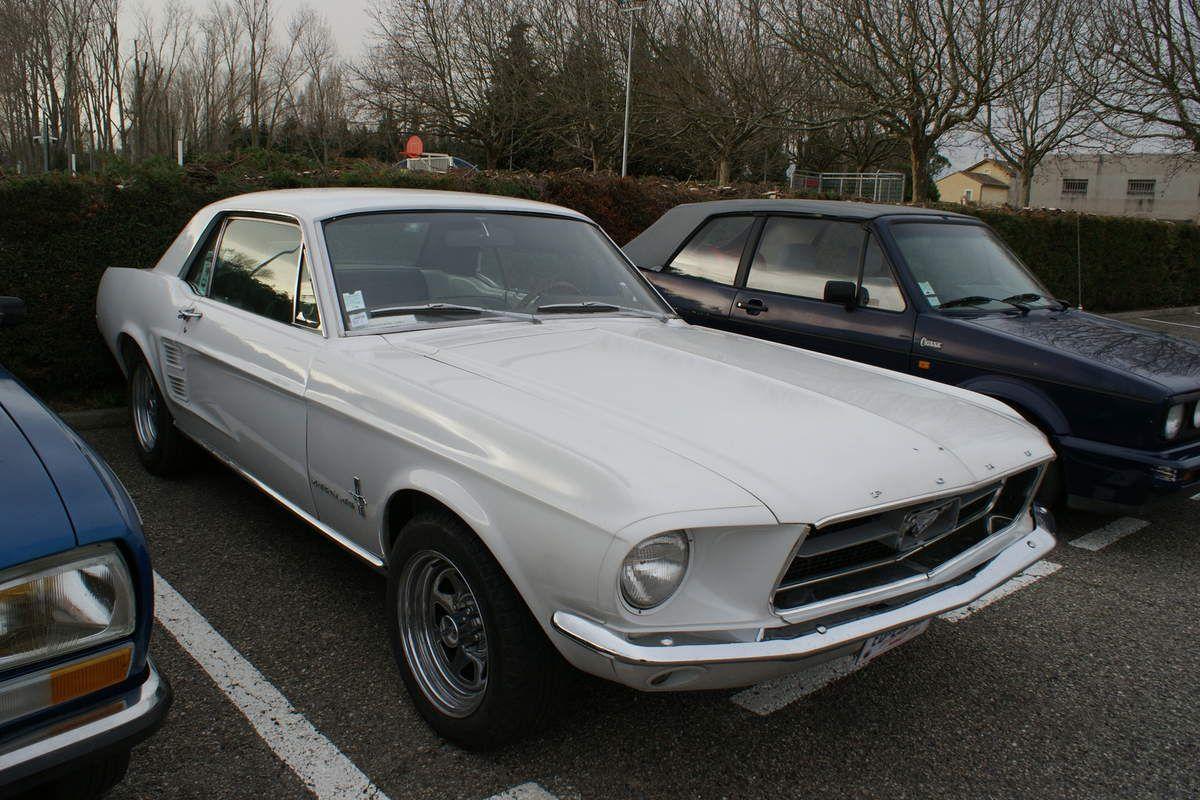 Une belle réunion de voitures anciennes à Caderousse