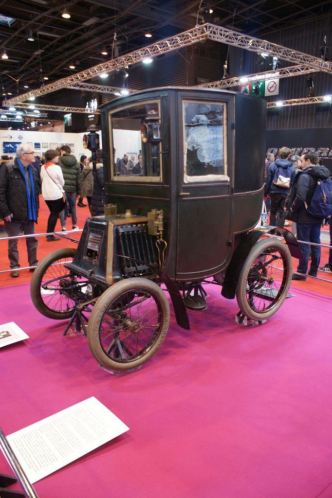 2018 Rétromobile 43ème édition - VIE et ANIMATIONS DANS LE Pavillon 1