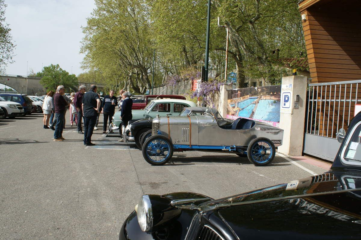 15 AVRIL 2018. Réunion informelle  LES RENDEZ-VOUS DE LA REINE à Avignon (île de la Barthelasse).
