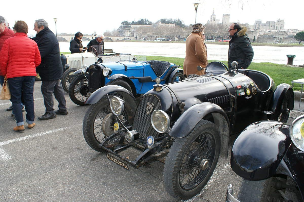 Dimanche dernier 25 NOVEMBRE 2018 à PUJAUT dans le Gard, les propriétaires d'autos anciennes s'étaient donné rendez-vous sur la place du marché.