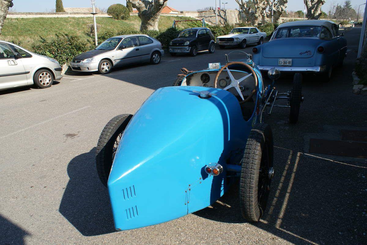 Ne pas avoir des semelles trop grandes pour piloter cette Bugatti 37 !