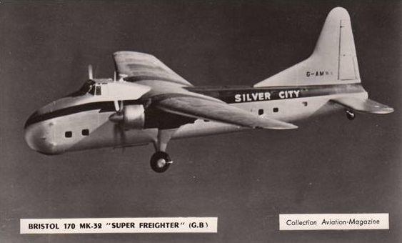 Quand une SUNBEAM Alpine  fait un tour de piste avec un bimoteur BRISTOL 170 de la compagnie SILVER CITY AIRWAYS