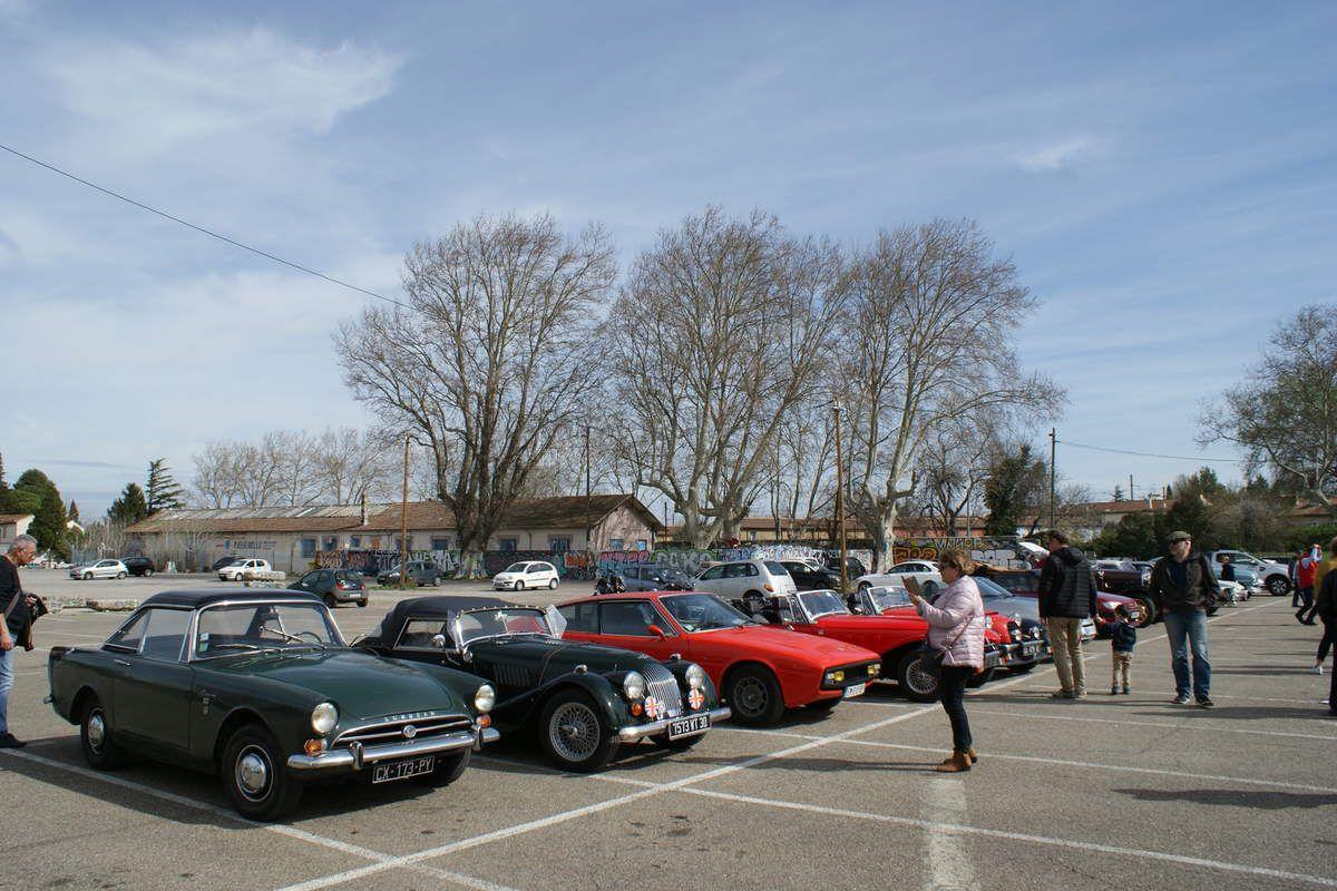 Samedi 9 MARS 2019 dans le centre-ville d'Avignon un défilé d'autos anciennes faisait de la réclame pour Avignon Motor Festival