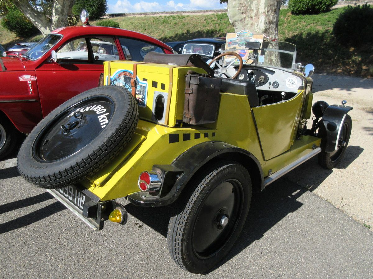Dimanche 8 août 2019 Réunion mensuelle d'automobiles anciennes à Caderousse (Vaucluse)