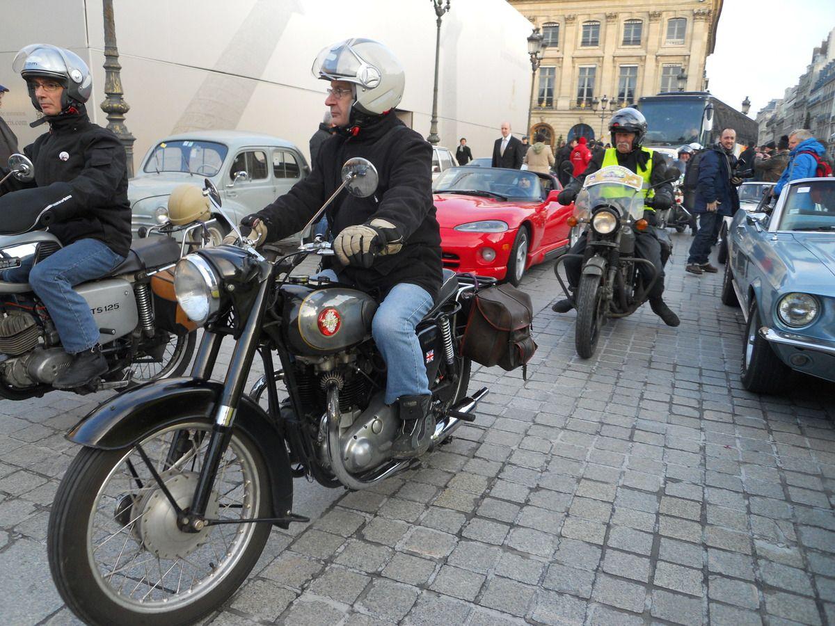 Un dimanche d'hiver du mois de décembre  dans les rues d'Avignon,  rapide et furtive une BSA Scout 4 roues des années 30