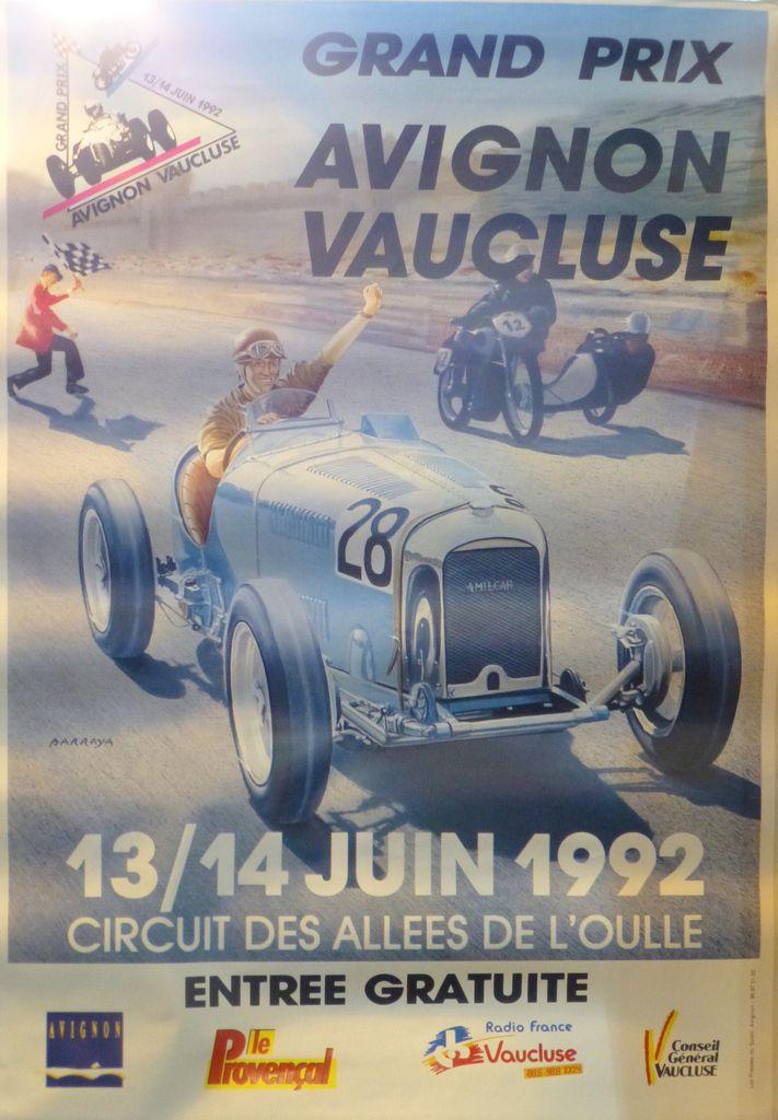 Pose d'une plaque commémorative des Lieux de l'Histoire Automobile FFVE  à Avignon