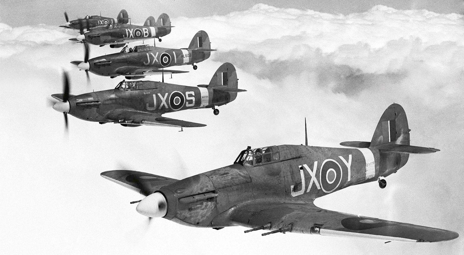 Lors d'une amicale rencontre au sujet de souvenirs de Vincent Hurricane et de ses kits de carrosserie pour TRIUMPH Spitfire