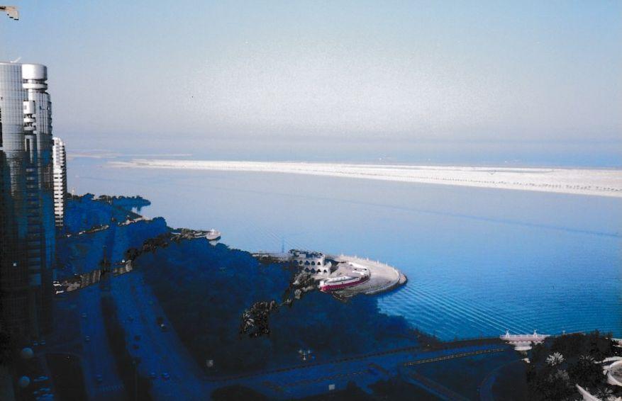 Aux Émirats Arabes Unis et plus particulièrement à Abu Dhabi, il y a une course de bateaux en bois qui s'appelle  Al Shawaheef