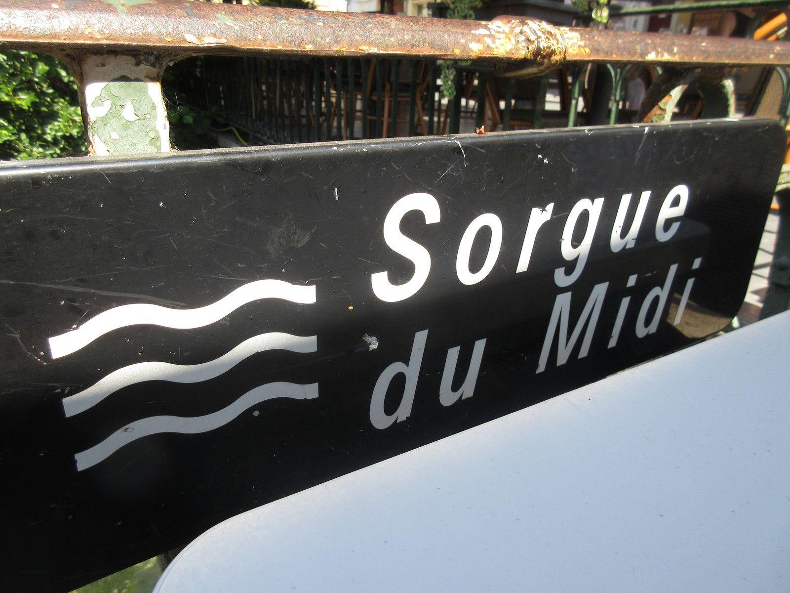Ce samedi 1er AOUT dernier, à destination Le VILLAGE DES ANTIQUAIRES DE LA GARE de l'Isle sur la Sorgue pour un rassemblement d'automobiles de collection au cœur même du Village !