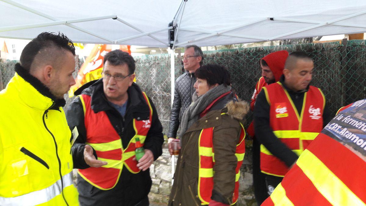 Images des actions de la CGT Saint Gilles contre la loi EL KOMRY