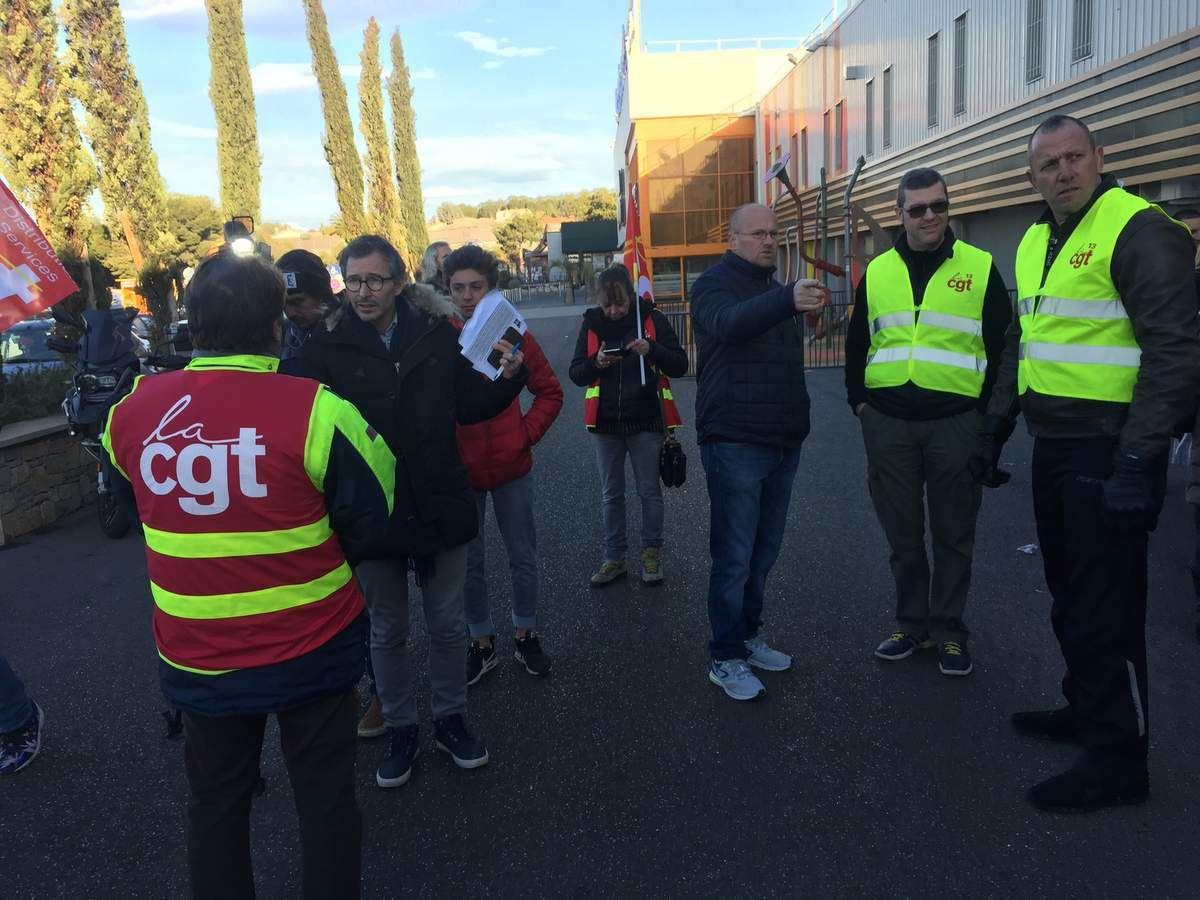 Photos manifestation des hypermarchés de Port de Bouc et Châteauneuf les Martigues! Contre les suppressions d'emploi dans le groupe Carrefour