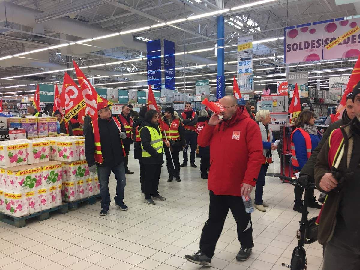 CARREFOUR:  CGT4 eme journée d'action devant l'hypermarché d'Aix en Provence