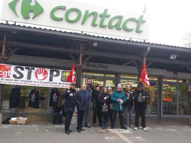Bernard Sprotti, maire, est venu apporté son soutien aux manifestants ce matin.