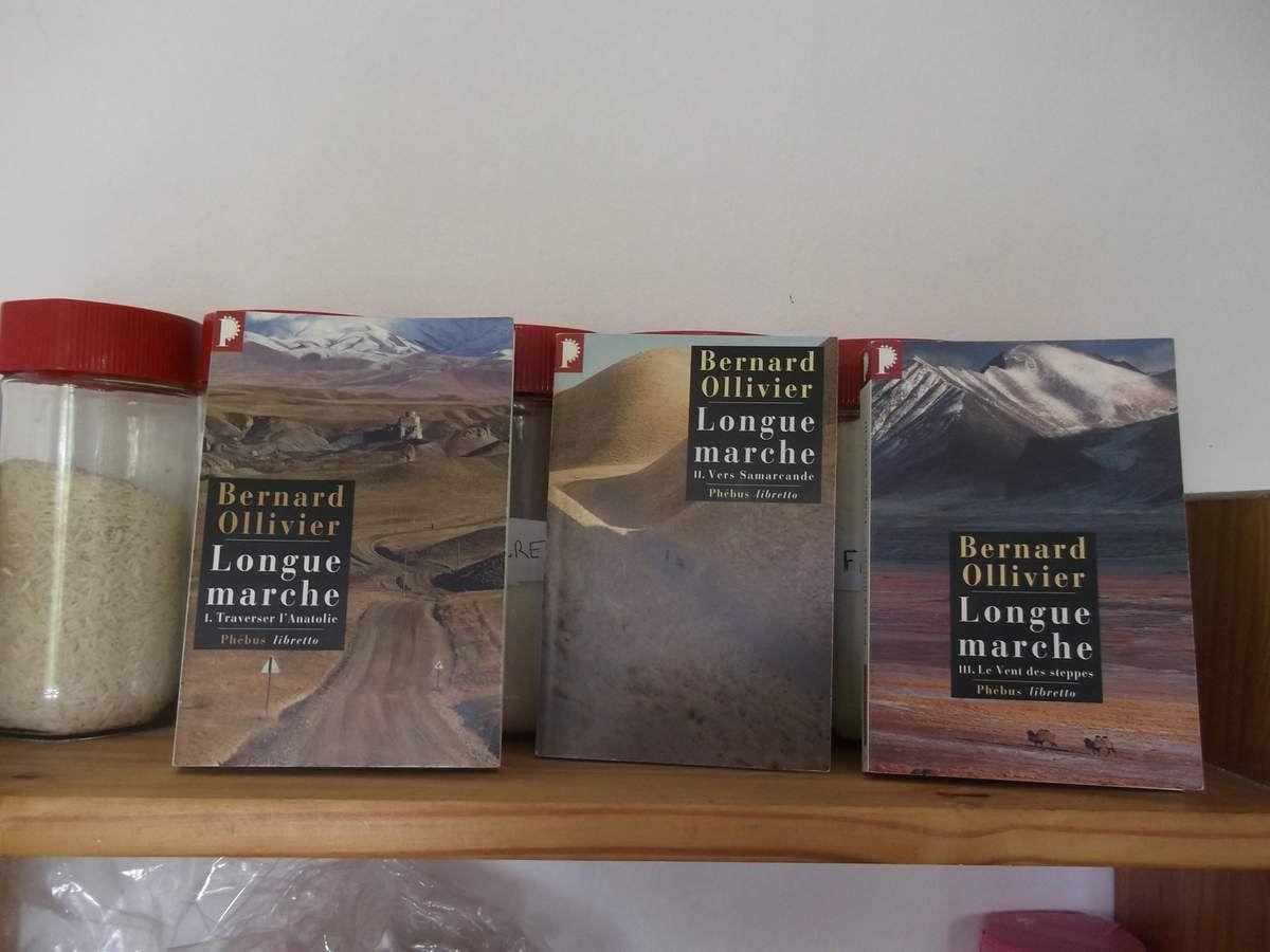 les trois ouvrages de Bernard Ollivier sur sa longue marche.