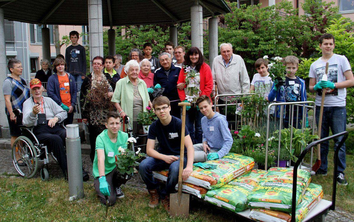 17 Mittelschüler engagierten sich beim Boysday im Caritas-Altenheim Sankt Hedwig