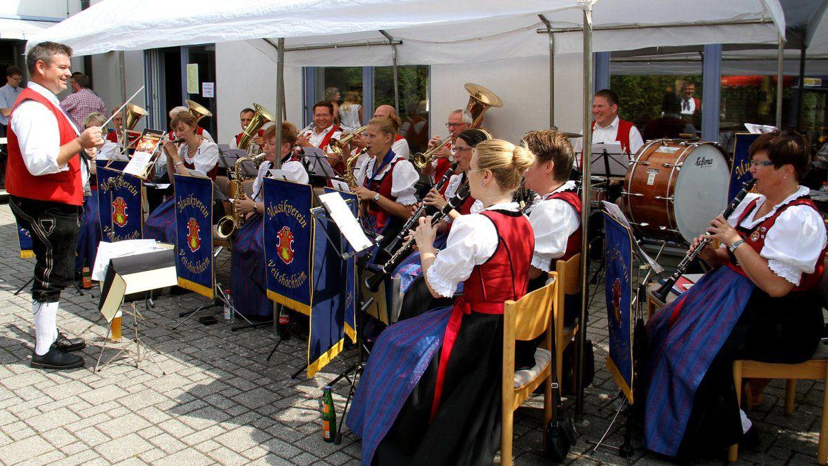 Nach anschließender Fahrzeugsegnung und Frühschoppen mit dem Musikverein Veitshöchheim ging es munter weiter mit dem Festbetrieb.